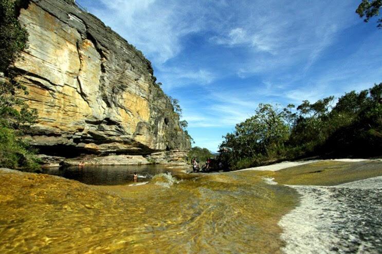 O Parque Estadual do Ibitipoca é formado por paisagens rochosas, picos e tem muitas cachoeiras para serem visitadas (Foto: Divulgação)