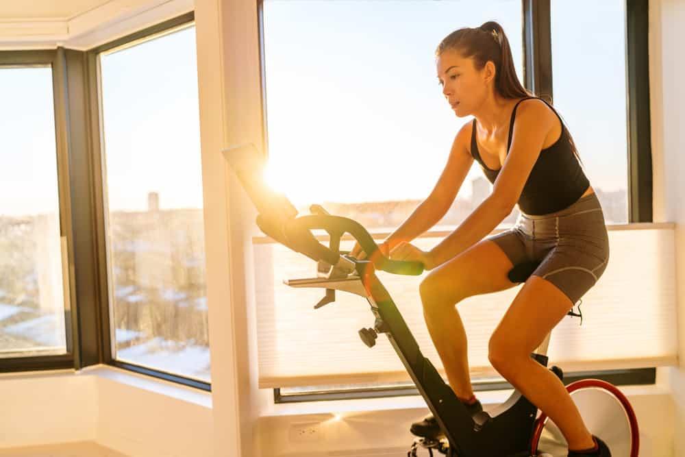 bicicleta-ergonomica-em-casa