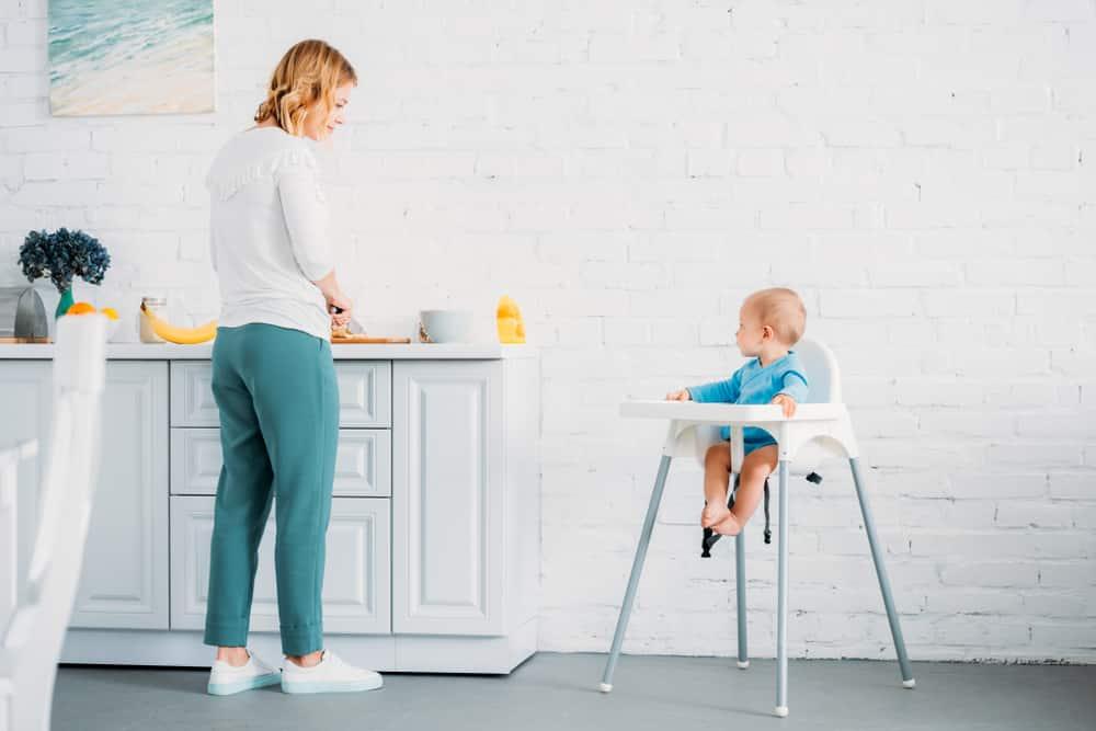 cadeira-de-alimentacao-de-bebe