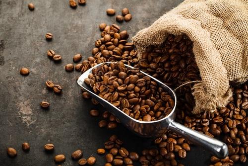 Um incentivo a saber como usar cafeteira é aproveitar todos os benefícios do café.