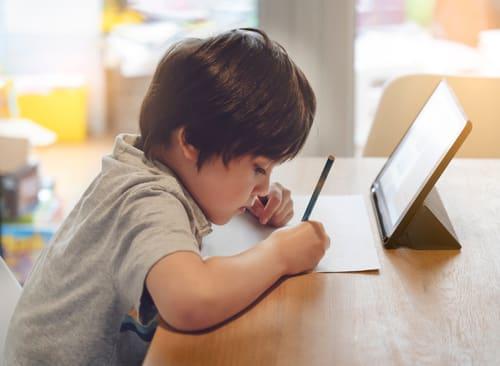 Use o tablet para estudar ou trabalhar e sinta a praticidade no seu dia a dia.