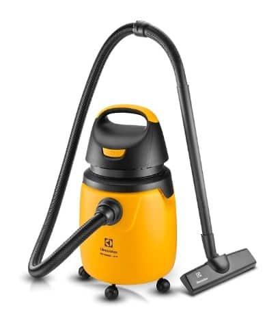 O aspirador de pó convencional é ótimo para limpezas mais pesadas em grandes cômodos.